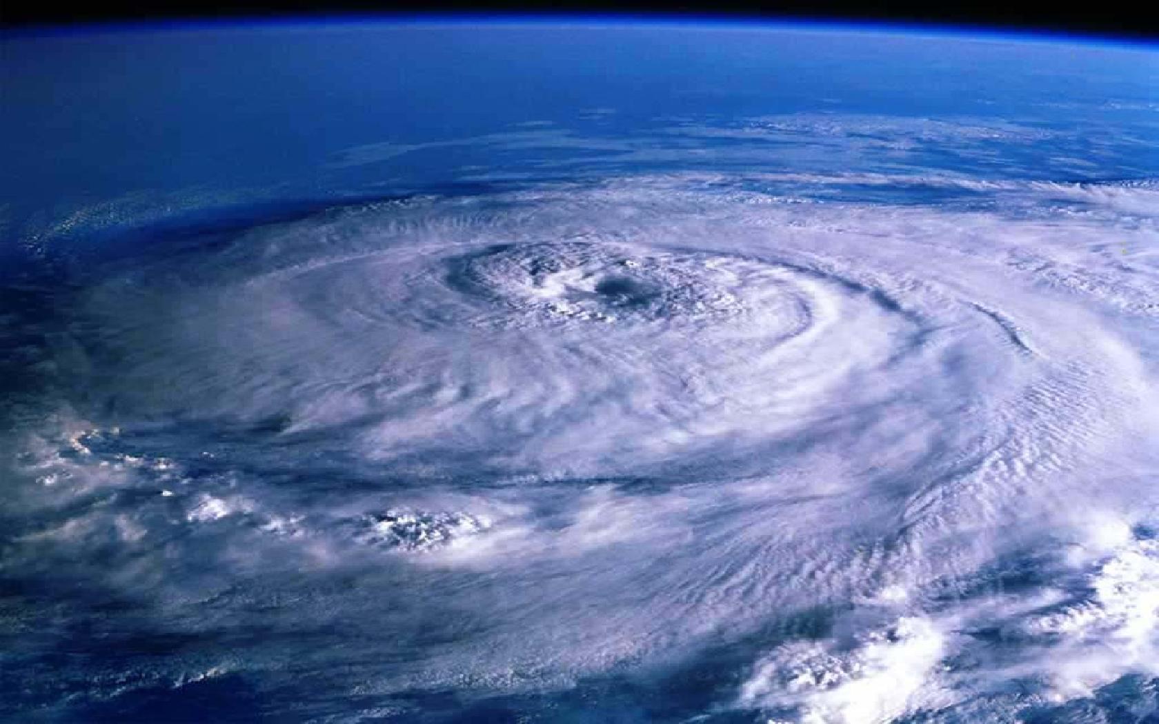 1680x1050el-ojo-de-un-huracan