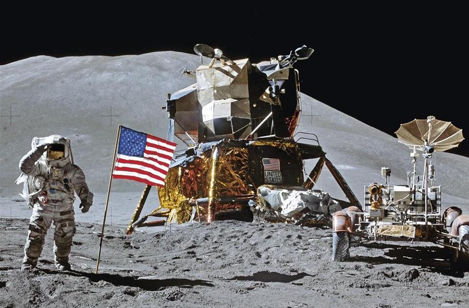 Apollo-salute-gray-regolith