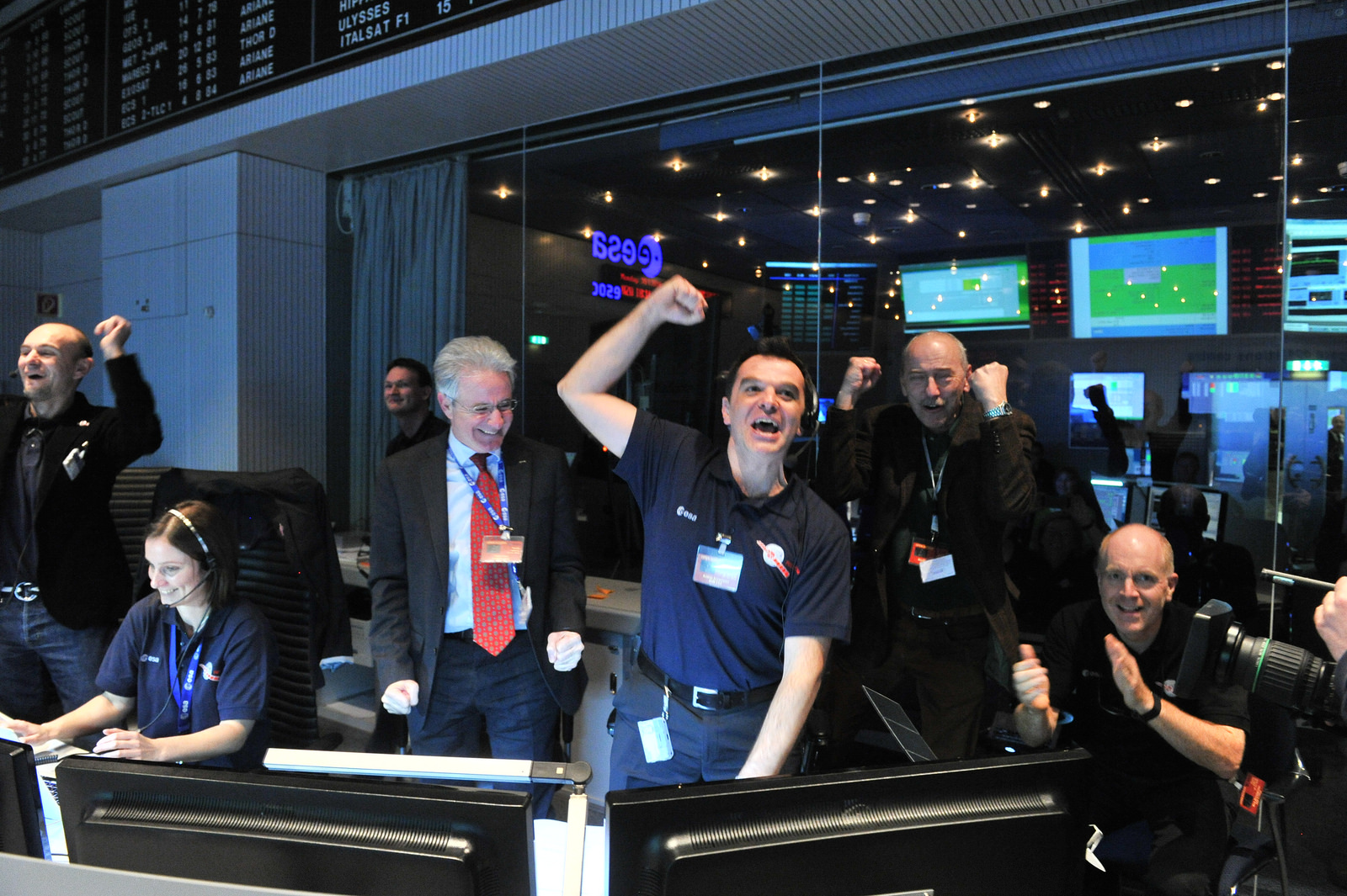 rosetta-comet-spacecraft-wakeup-success
