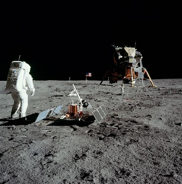 Aldrin_with_experiment