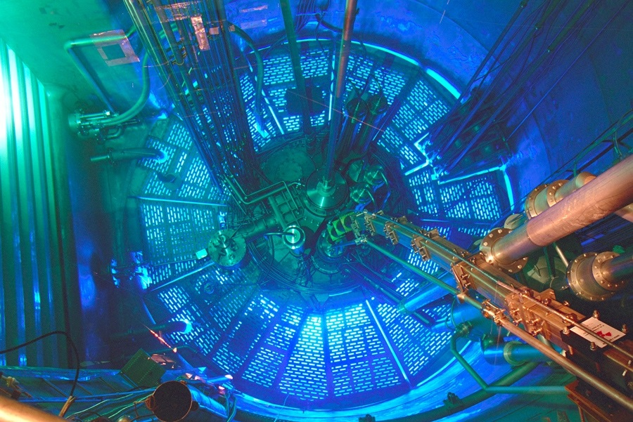 انحراف از قوانین گرانش نیوتن با کمک نوترونهای تولید شده در یک راکتور هستهای در فرانسه مورد مطالعه قرار گرفته است.