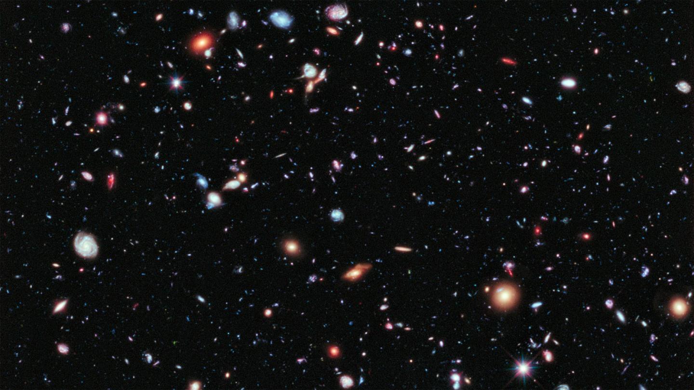 این تصویر، فرا ژرف هابل نمونه ای از قدیمیترین کهکشانهایی است که بشر تاکنون دیده است؛ کهکشانهایی که کمی پس از دوران تاریک یعنی ۱۳.۲ میلیارد سال پیش شکل گرفتهاند.