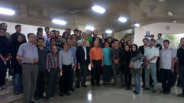 """دکتر """"کامران وفا"""" در میان اساتید، دانشجویان و علاقمندان به علم در دانشگاه تهران"""