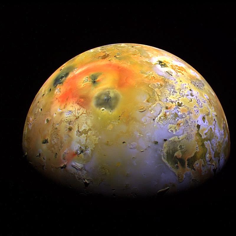 تصویری از قمر جهنمی آیو، این عکس را فضاپیمای گالیله به ثبت رسانده است.