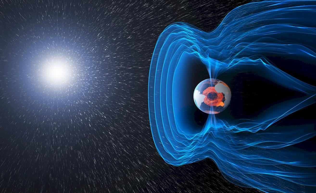 میدان مغناطیسی زمین که در اطراف زمین جریان دارد از ورود ذرات باردار و بادهای مضر خورشیدی جلوگیری می کند.