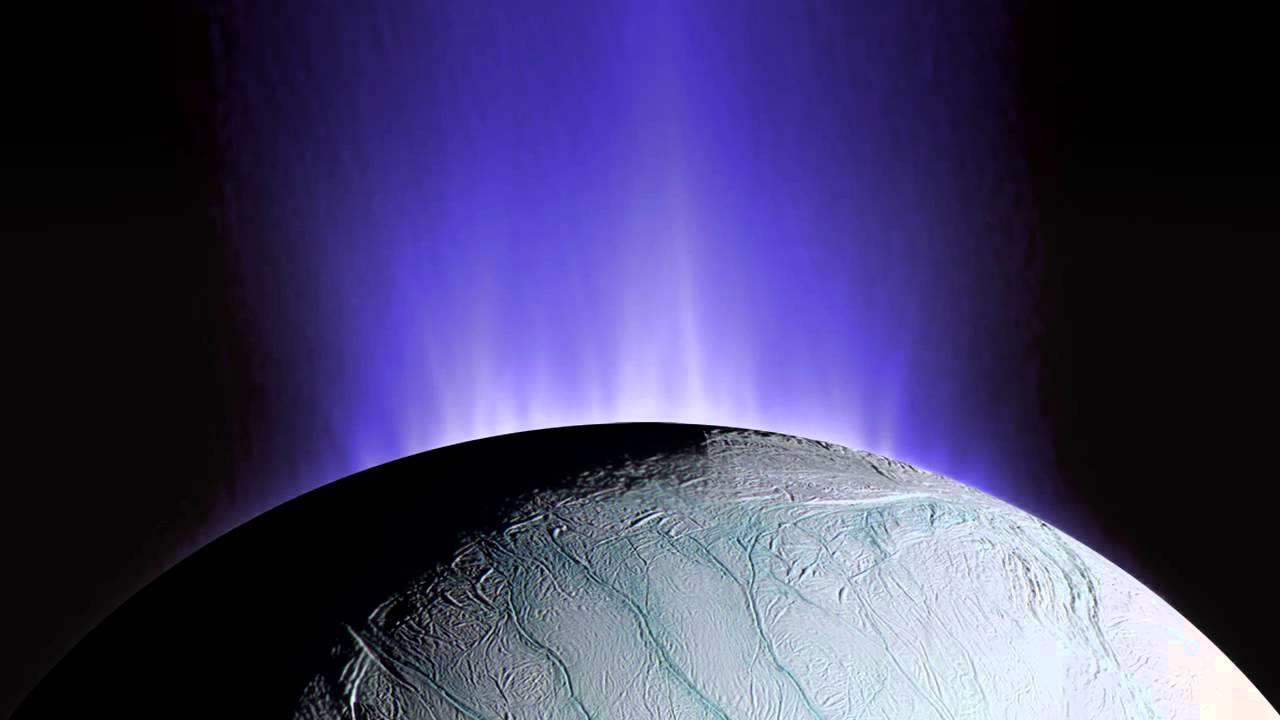 """این تصویری است که فضاپیمای کاسینی در فاصله نزدیک از آبفشان های """"انسلادوس"""" قمر زحل گرفته کرده است."""