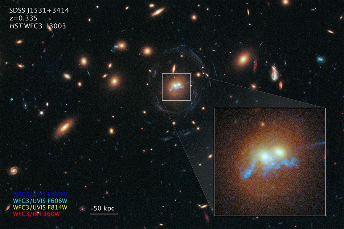 تلسکوپ هابل در تصویری جدید، یک ساختار ستاره ای به شکل مروارید را که در اطراف هسته اش با دو کهکشان عظیم احاطه شده را شکار کرد.
