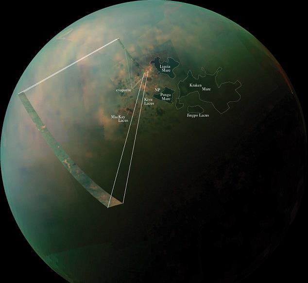 """کاوشگر کاسینی تصاویری از دریاچه های متان و اتان مایع را در قطب شمال """"تیتان"""" قمر زحل مشاهده کرد."""