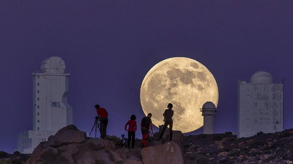 ماه کامل بر فراز تنریف، اسپانیا