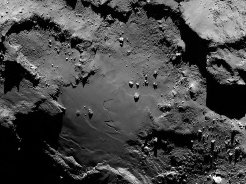 در این نمای بسته، عکسی از دنباله دار را از فاصله 120 کیلومتری از روزتا می بینید.