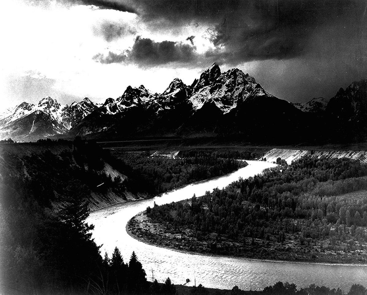"""عکس """"انسل آدامز"""" از قله کوه تتون و رودخانه مار که در سال ۱۹۴۲ به ثبت رسید"""