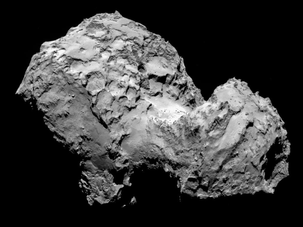 این عکس نزدیک از دنباله دار چوریومف را فضاپیمای روزتا در روز ۳ آگوست ۲۰۱۴ از فاصله ی ۲۸۵ کیلومتری این دنباله دار گرفته است.