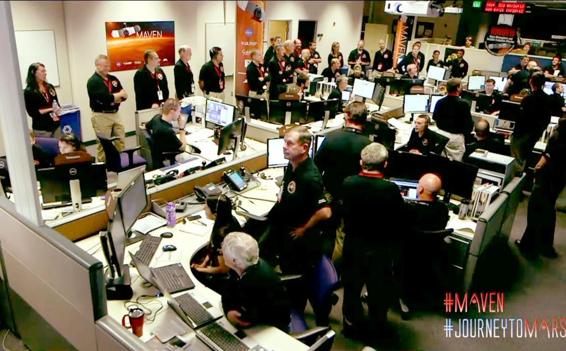 خوشحالی تیم کنترل مدارگرد MAVEN از قرارگیری موفقیت آمیز این کاوشگر در مدار مریخ