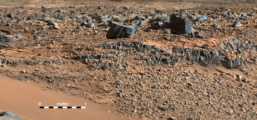 """این تصویر بخشی از موزاییک عکسی از محل جدید مریخ نورد کنجکاوی است که در امتداد دره """"پاهرامپ هیلز"""" گرفته است."""