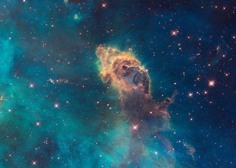 تصویری از سحابی کارینا که توسط تلسکوپ هابل به ثبت رسیده است.