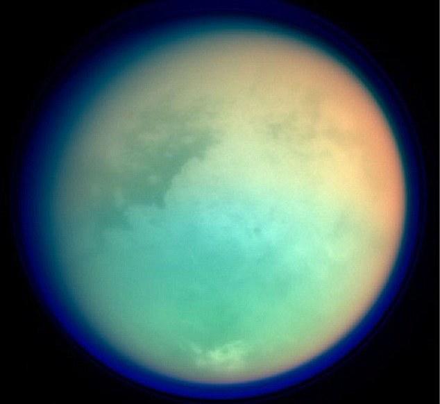 تصویری از اتمسفر چگال و غلیظ تیتان قمر زحل