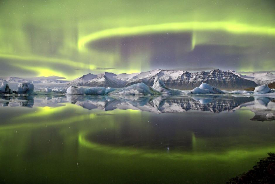 aurora-over-glacier