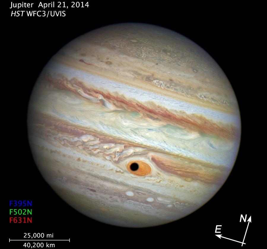 تلسکوپ هابل در روز 21 آوریل 2014 هنگام نظارت بر تغییرات طوفان سرخ مشتری لحظه ی عبور سایه ی قمر گانیمد از مقابل آن را بصورت یک چشم بزرگ مشاهده کرد.