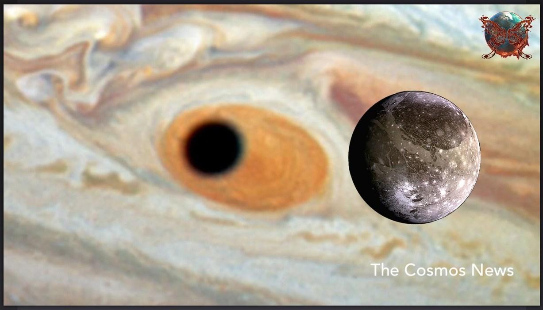 هابل لکه طوفانی سیارۀ مشتری را که سایۀ قمر گانیمد روی آن افتاده بود شکل یک چشم عظیم دید.