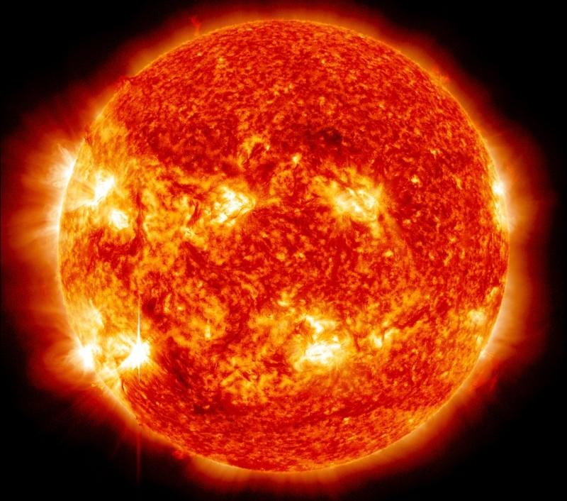 تصویری زیبا از انفجار شراره های خورشیدی در سال 2014