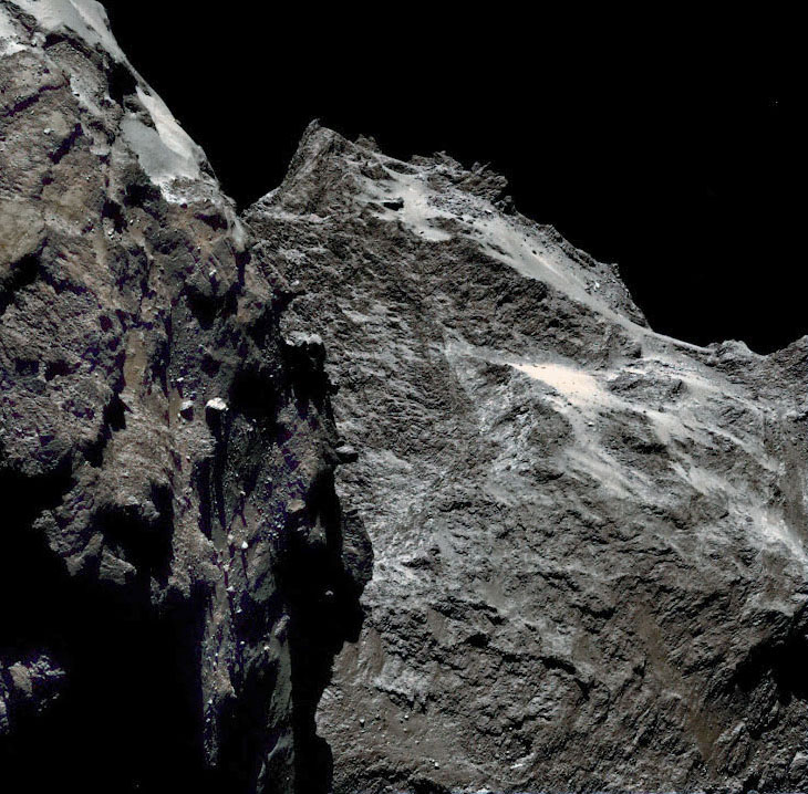 تصویری نزدیک از سطح خشن دنباله دار