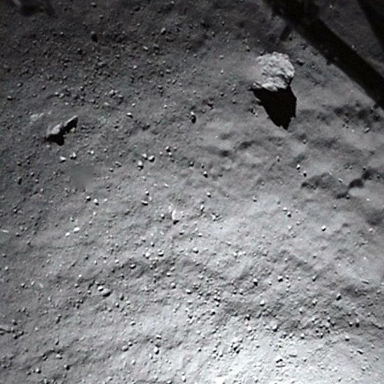 تصویری از سطح غبار و یخی دنباله دار که فیلای در هنگام فرود به ثبت رساند.