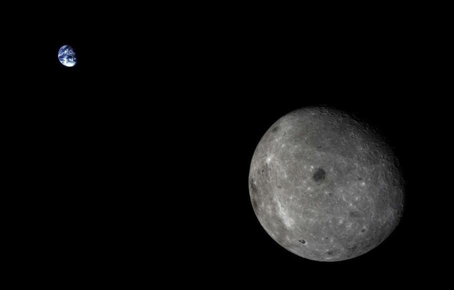 تصویری فوق العاده از ماه و زمین که کاوشگر چانگه 5T1 به ثبت رسانده است.