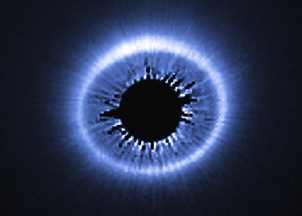 تصویری از حلقه ی درخشان ستاره HD 181327 که گرد و غبار کیهانی آن را احاطه کرده است.