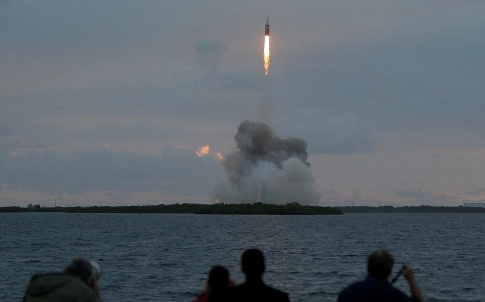 لحظۀ اوج گیری کپسول فضایی اوریون به فضا