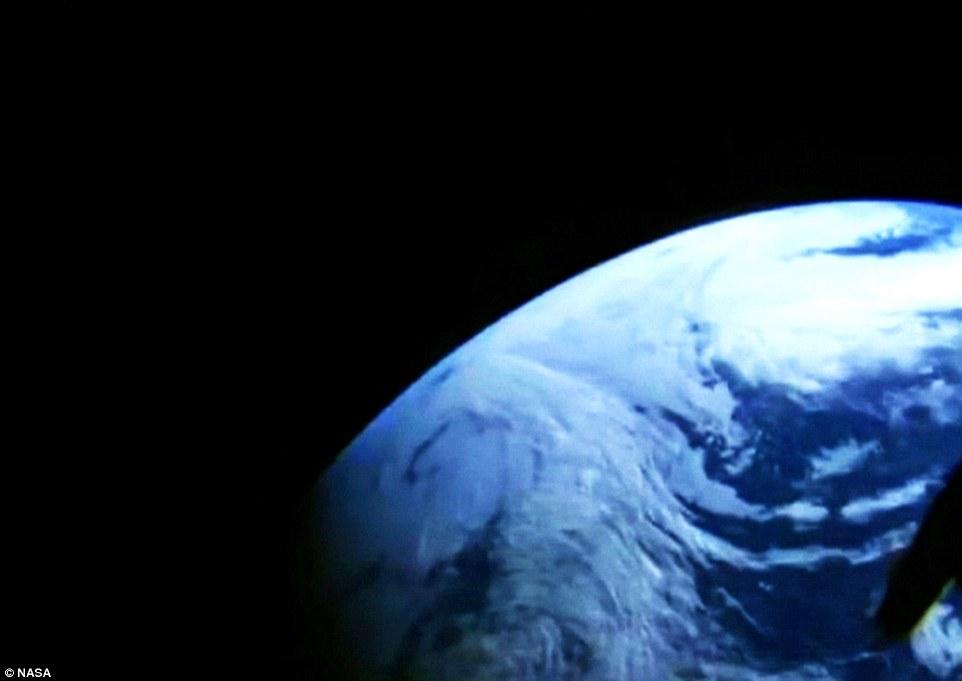 نمایی از زمین از نگاه دوربین کپسول اوریون