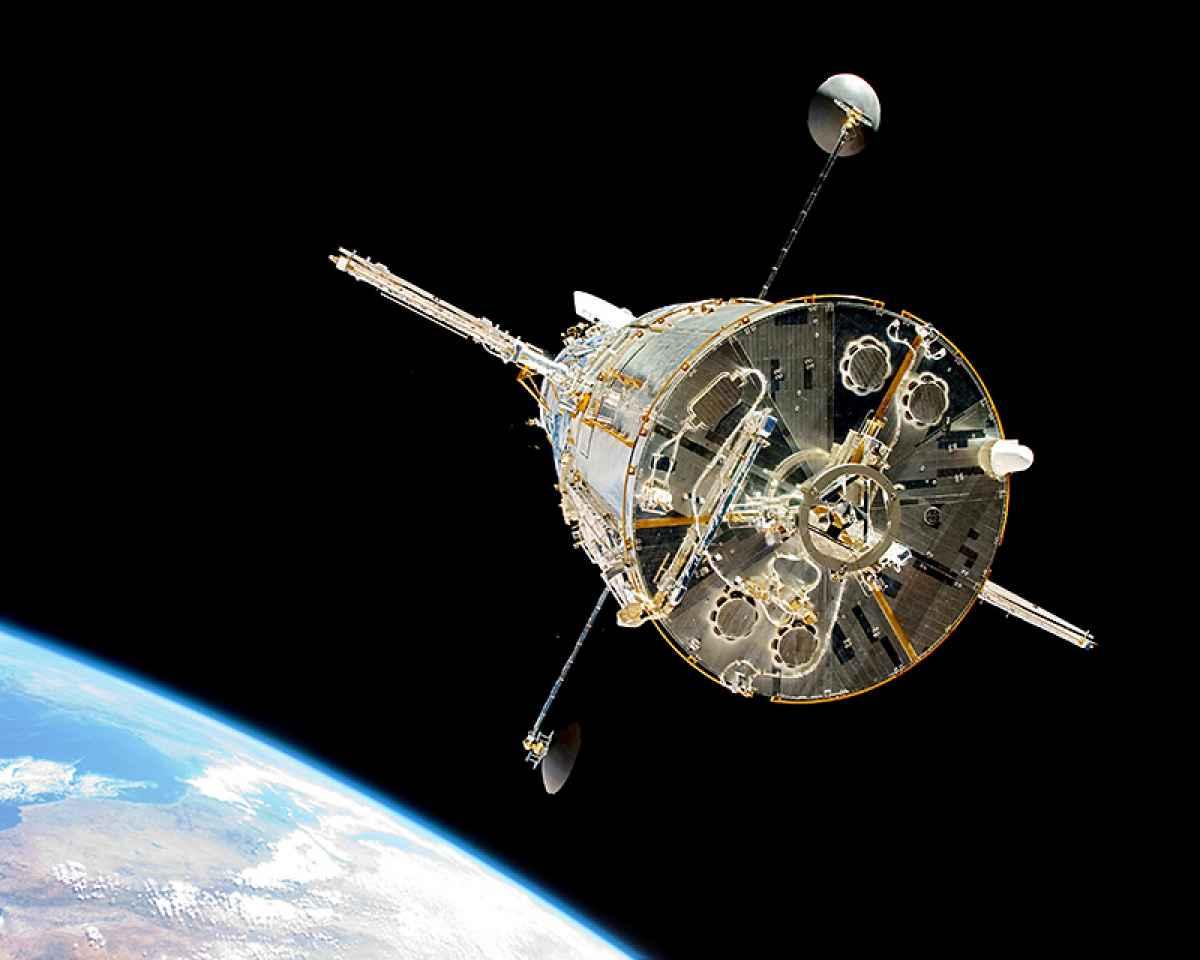 این تصویری است که فضانوردان پس از تعمیر تلسکوپ هابل در سال 2009 از شاتل فضایی آتلانتیس به ثبت رساندند.