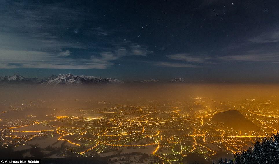 تصویری از ستارگان کم نور آسمان شهر سالزبورگ-اتریش که آلودگی نوری آ نیز به وضوح مشخص است.