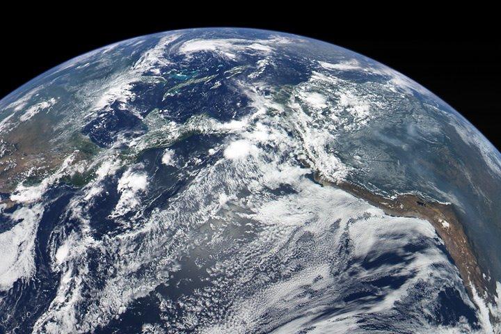 تصویری از زمین که فضاپیمای مسنجر به ثبت رسانده است.