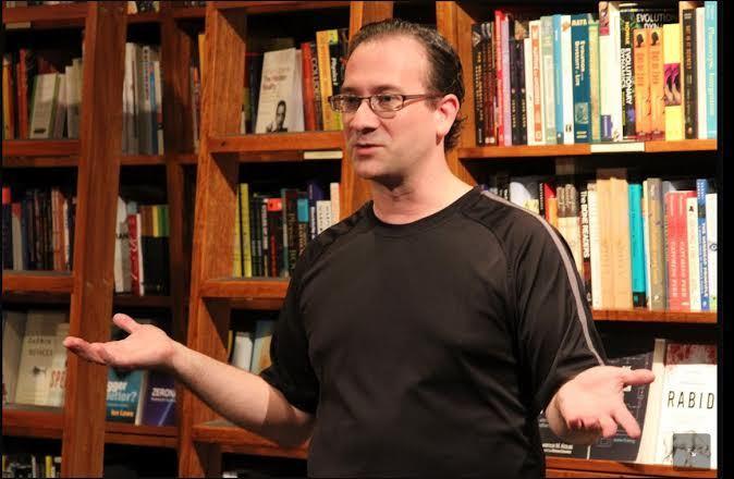 تصویری از راندال کوئن، که قصد دارد پروژه آپلود اطلاعات مغز در کامپیوتر را عملی کند.