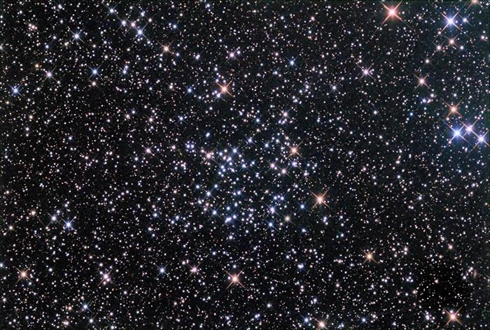تصویری از خوشه ی ستاره ای NGC6811