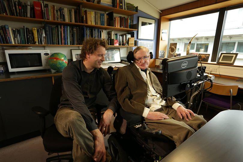تصویری از استیون هاوکینگ و توماس هرتوگ