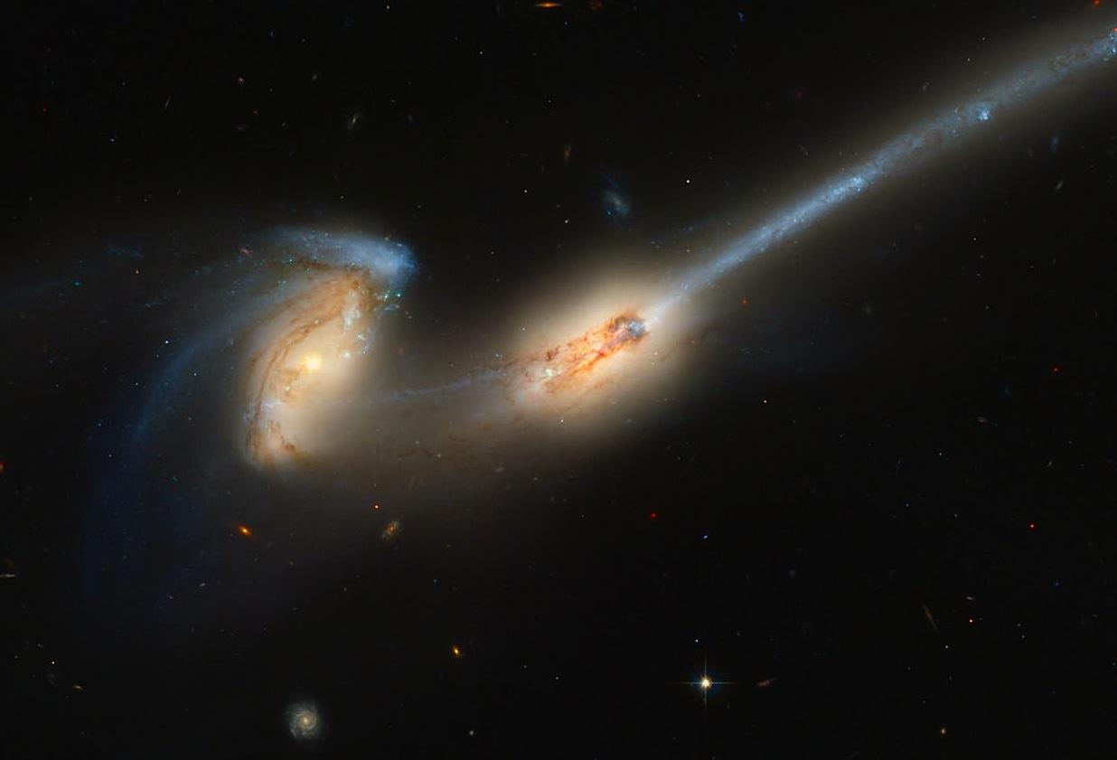 طبق مشاهدات، دانشمندان معتقدند در فضای بین کهکشانی، ستارگانی بسیاری وجود دارند که از کهکشانشان به بیرون پرتاب شده اند.