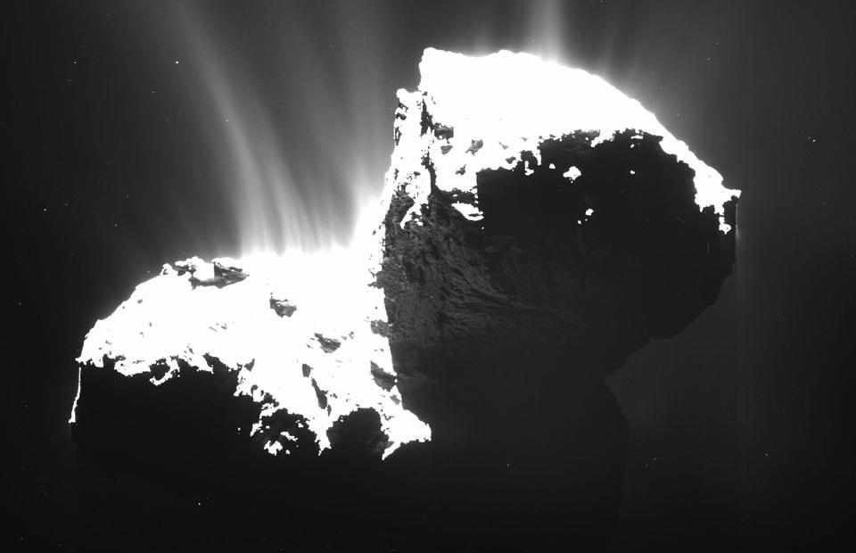 تصویری از جت ها و غبارهایی که دنبالهدار چوریومف به فضا پرتاب کرده است.