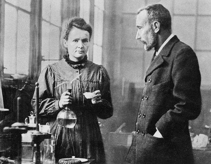 ماری کوری و همسرش پیر کوری