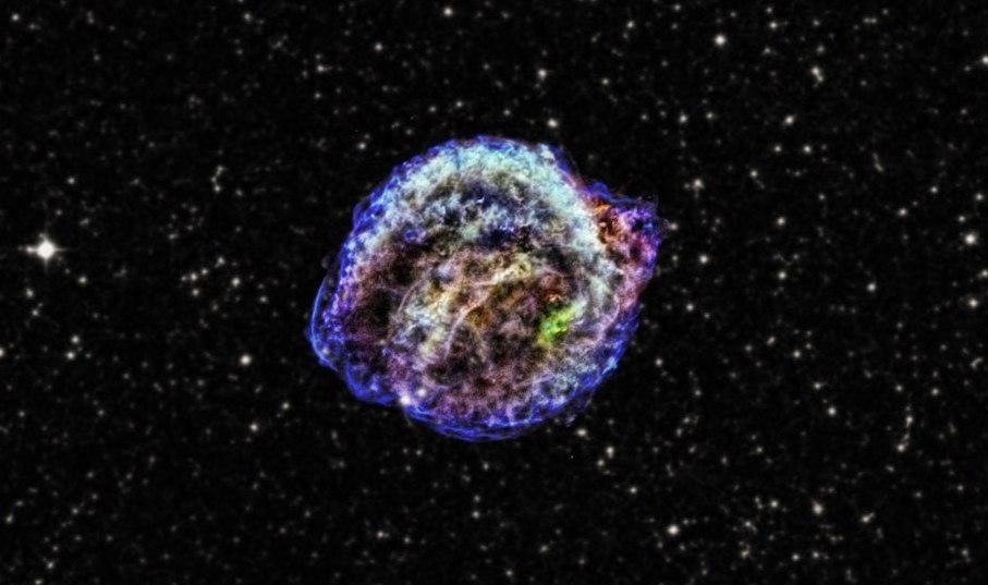 این تصویر، باقی مانده ابرنواختر کپلر میباشد، انفجار معروفی که توسط یوهانس کپلر در سال 1604 مشاهده و کشف شد.