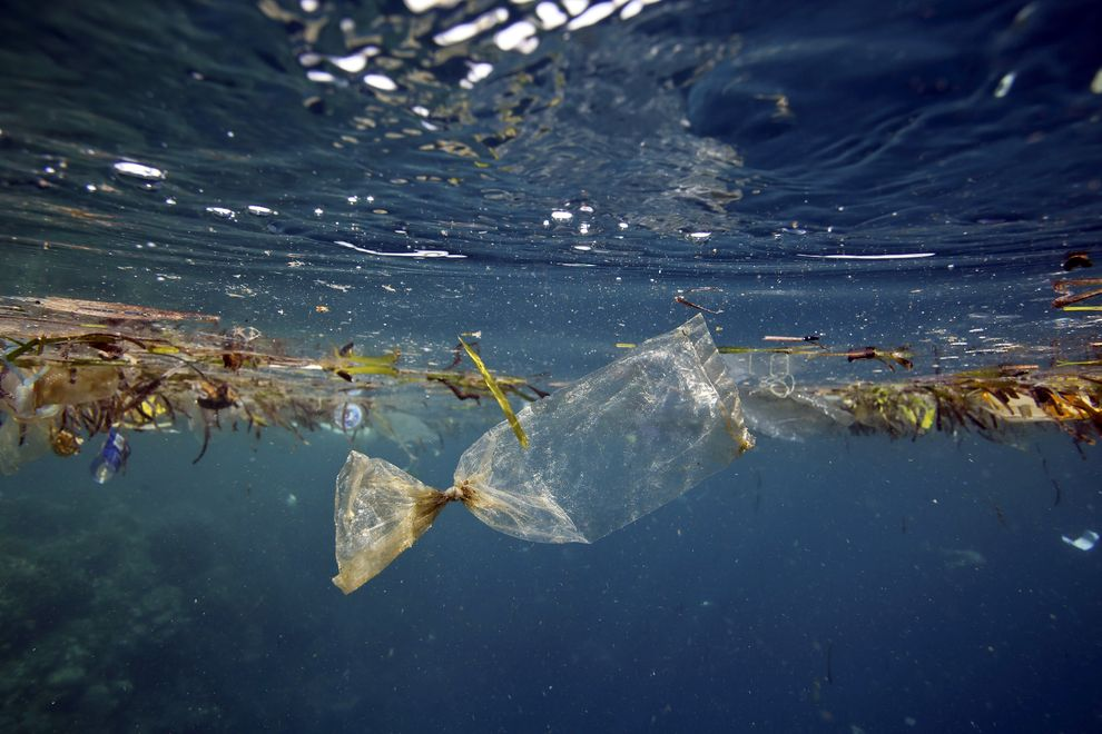 natgeo-ocean-trash-graphic_81628_990x742