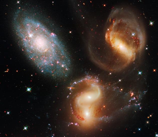 برخورد میان کهکشانها میتواند باعث پرتاپ ستارگان به سمت فضای میان کهکشانها شود.