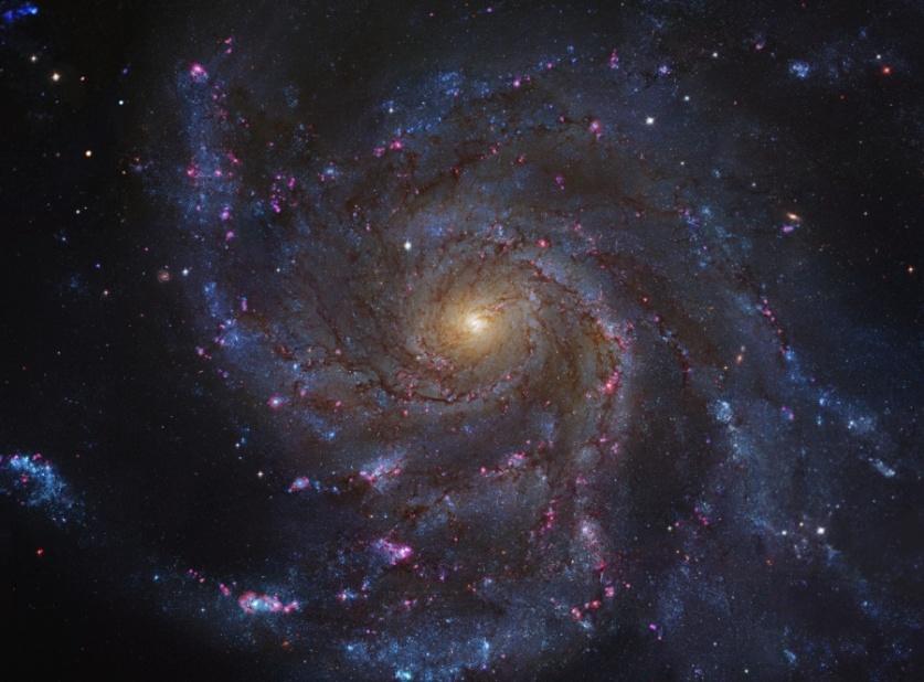 تصویری از کهکشان مارپیچی M101