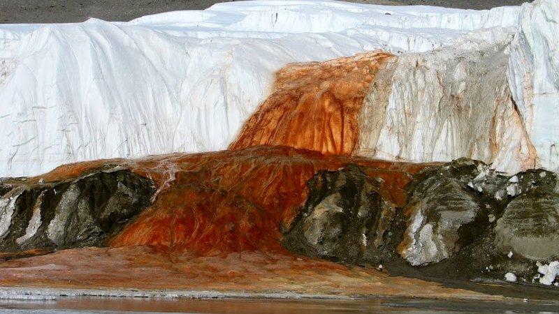 نمایی از آبشار خون در قطب جنوب