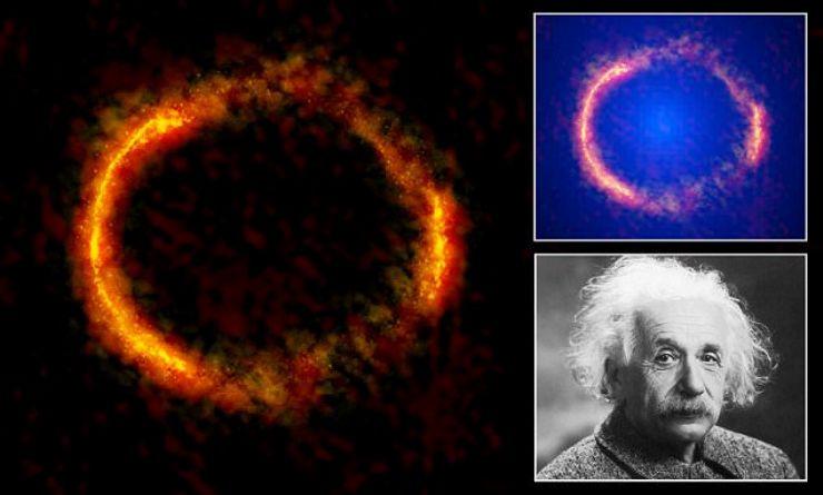 تصویر همگرایی گرانشی از همترازی تصادفی دو کهکشان دوردست که در نظریه ی نسبیت اینشتین پیش بینی شده بود.