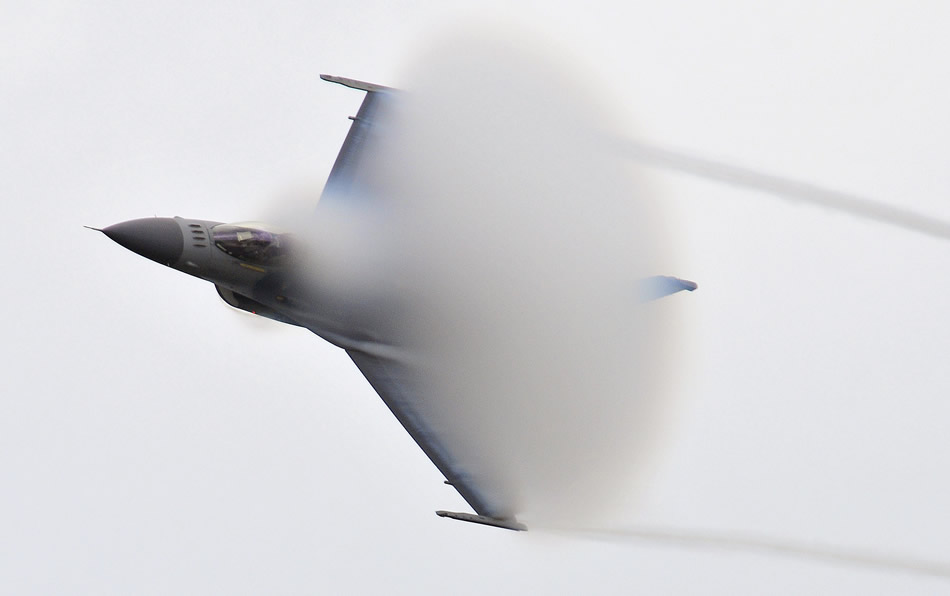 f-16-approaching-sound-barrier