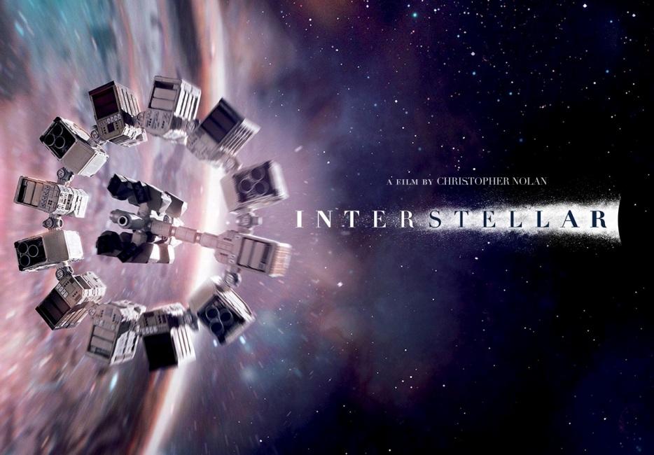 """تصویری از فضاپیمای """"استقامت"""" در فیلم علمی تخیلی در """"میان ستارگان"""" که از یک کرمچاله عبور کرد."""