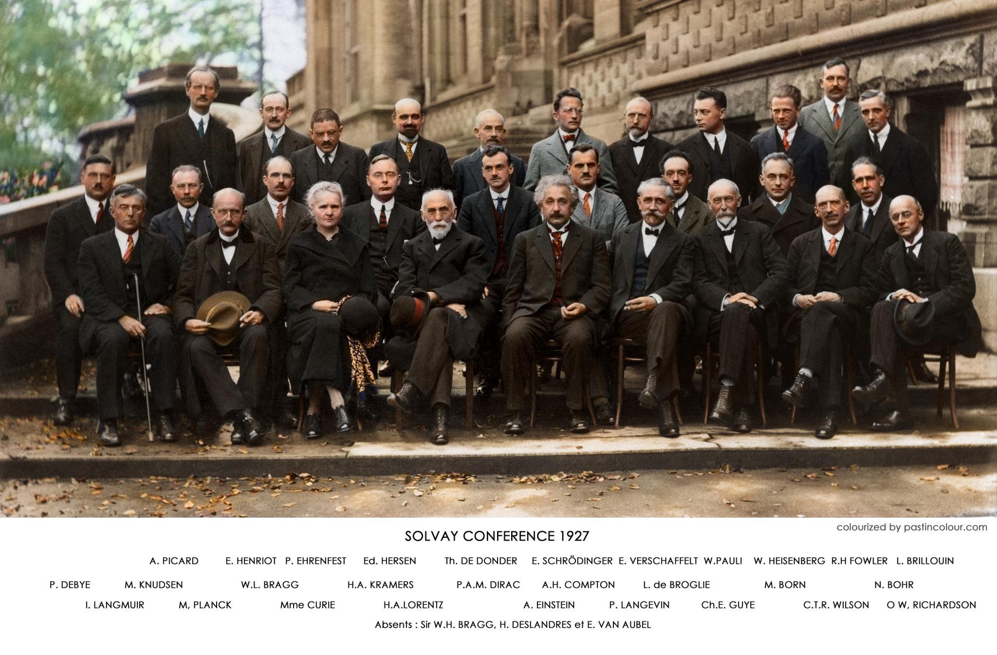 مشهورترین عکس دنیای فیزیک: این عکس مربوط به پنجمین کنفرانس بین المللی سالوی است که در اکتبر 1927 برگزار شد.