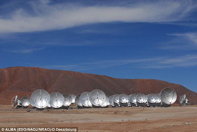 آرایه میلیمتری بزرگ آتاکاما معروف به آلما(ALMA) از 66 آنتن رادیویی تشکیل شده و به کاوش در کیهان می پردازد.