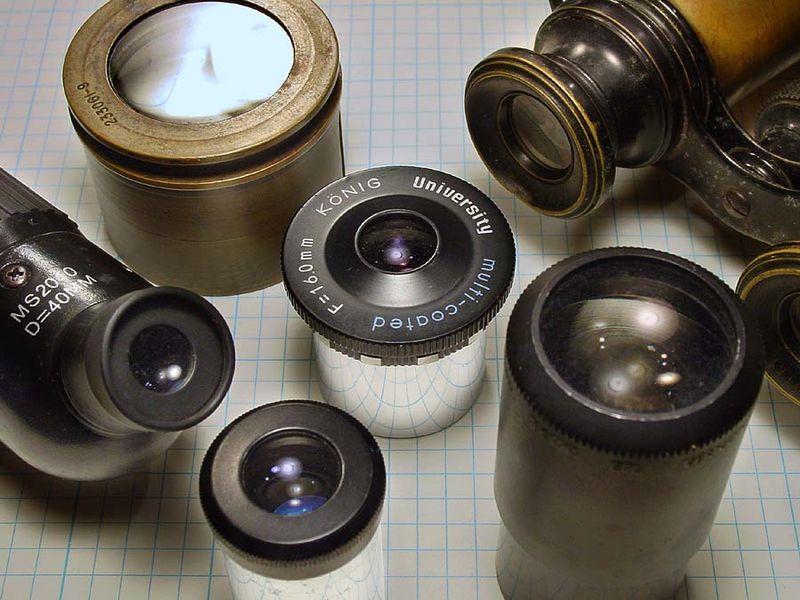 eyepieces: مجموعه ای از چشمی های متفاوت